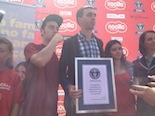 Nocilla aconsegueix el rècord Guinness amb l'entrepà més gran i solidari del món