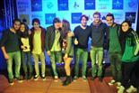Gala final de la 1a edició de TeenStar Els artistes es tiren fotos amb els fans! Ep, una fan aprofita per fer un petó a en Carles d'Amelie.