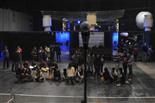 Gala final de la 1a edició de TeenStar Els finalistes són a la pista. Ells cantaran des d'aquí a dalt.