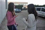 Gala final de la 1a edició de TeenStar L'ivette i la Queralt (3r premi) assagen la seva actuació a l'exterior de La Mirona