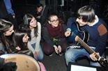Gala final de la 1a edició de TeenStar Algunes finalistes es deixen seduir per la guitarra d'en Carles dels Amelie