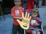 La manifestació del 10-J amb ulls ripollesos En Pau i en Guiu Martínez. Foto: Carles Martínez