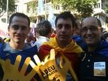 La manifestació del 10-J amb ulls ripollesos Carles Bassaganya i els dos regidors d'ERC de Sant Joan, Carles Àlvarez i Sergi Albrich