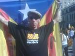 La manifestació del 10-J amb ulls ripollesos Fran Barrosos, un ripollès basc amb una gran estelada