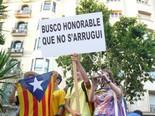 La manifestació del 10-J amb ulls ripollesos Pancarta sense pèls a la llengua. Foto: Sergi Albrich