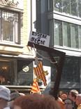 La manifestació del 10-J amb ulls ripollesos Missatges clars. Foto: Joan, Pilar i M.Carme de Ripoll
