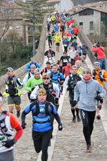 I Trail Terra de Comtes i Abats (sortida) Primers metres de la Trail Terra de Comtes (32 km). Foto: Marc Cargol