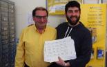 El 2013, en 115 fotografies José Alguacil amb el segell commemoratiu del I Concurs de Cartes d'Amor (11 d'abril). Foto: La Veu de Sant Joan