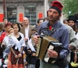 El 2013, en 115 fotografies Els Randellaires, amb la Dansa dels Clavells (12 de maig). Foto: Arnau Urgell