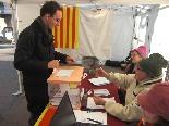 El 13-D en imatges L'alcalde de Ribes, Marc Prat (CiU), exercint el seu vot. Foto: Laia Deler