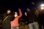 El 13-D en imatges Un grup de valents al concert desafiant el fred. Foto: Laia Deler