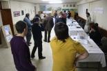 El 13-D en imatges Minuts abans d'obrir les urnes a Ripoll. Foto: Arnau Urgell