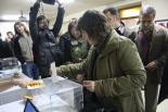 El 13-D en imatges Teresa Jordà, alcaldessa de Ripoll (ERC), va votar a primera hora. Foto: Arnau Urgell