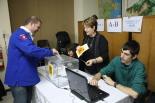 El 13-D en imatges El delegat de CDC a Ripoll, Xevi Ardite, va votar després d'estar a la mesa tota la tarda. Foto: Arnau Urgell