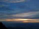 Paisatge i meteorologia de gener al Ripollès Sortida de sol entre núvols des de serra Cavallera (11 de gener). Foto: Antonina Coromina