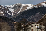 Paisatge i meteorologia de gener al Ripollès Poca neu a les muntanyes des de Vilallonga de Ter (15 de gener). Foto: Adrià Costa