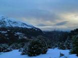 Paisatge i meteorologia de gener al Ripollès La neu ha emblanquinat la serra Cavallera per sobre els 1.400 metres (19 de gener). Foto: Antonina Coromina