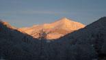 Paisatge i meteorologia de febrer al Ripollès El Costabona ben nevat, des d'Espinavell (17 de febrer). Foto: Eva Martínez-Picó/Can Jordi