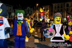El resum del 2014 al Ripollès, en imatges Els Lego, triomfadors de la rua de Carnestoltes de Ripoll. Foto: Rastres Fotografia