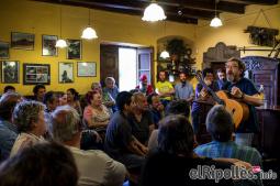 El resum del 2014 al Ripollès, en imatges Miquel Gil, estrella convidada a la Trobada de Cantadors de Llaés. Foto: Rastres Fotografia