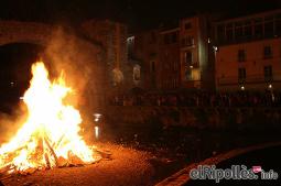 El resum del 2014 al Ripollès, en imatges Foguera de Sant Joan a Camprodon. Foto: Valldecamprodontv.com