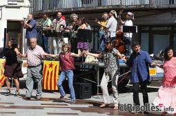 El resum del 2014 al Ripollès, en imatges Estrena del recuperat Contrapàs Llarg de Ripoll. Foto: Arnau Urgell