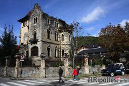 El resum del 2014 al Ripollès, en imatges Can Roig de Camprodon, lluny al final del túnel després de 75 anys d'abandonament? Foto: Arnau Urgell