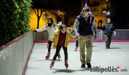 El resum del 2014 al Ripollès, en imatges Ripoll recupera per Nadal la pista de gel. Foto: Adrià Costa