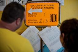 Municipals 2015: candidats del Baix Ripollès i ambient matinal Ambient electoral a Campdevànol. Foto: Rastres Fotografia