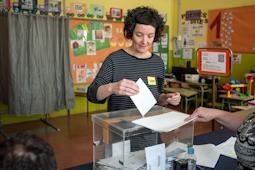 Municipals 2015: candidats del Baix Ripollès i ambient matinal Mariona Baraldés (CUP Campdevànol). Foto: Rastres Fotografia