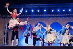 Cicle Comte Arnau 2015: actuació de l'Esbart Dansaire de Rubí