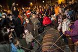 Encesa dels llums de Nadal i cagada del tió a Ripoll