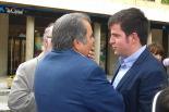 Constitució dels ajuntaments del Ripollès Joan Manso parlant amb els responsables de l'Hospital. Foto: CiU Campdevànol