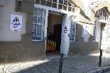 Consultes sobre la independència del 25 d'abril El col·legi electoral de Camprodon, a primera hora del matí