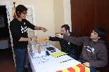 Consultes sobre la independència del 25 d'abril La coordinadora de Vall de Camprodon Decideix, Anna Colomer, exercint el seu vot