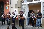 Consultes sobre la independència del 25 d'abril Els acordionistes de la Vall de Camprodon han animat la matinal