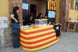 Consultes sobre la independència del 25 d'abril El bon temps ha permès situar la mesa de Llanars al carrer