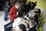 Consultes del 28F Cues de votants a mig matí a Campdevànol