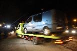 Detenció de suposats membres d'ETA al Ripollès Una grua s'emporta la furgoneta amb la qual viatjaven els detinguts