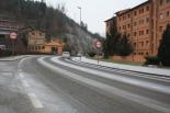 Glaçades i enfarinada del 23 de desembre El carrer Progrés de Ripoll enfarinat. Foto: Arnau Urgell