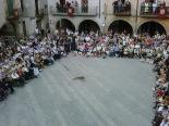 Festa Major de Sant Joan: fotos lectors La plaça plena esperant l'inici del Ball de Pabordes. Foto: Carles Bassaganya