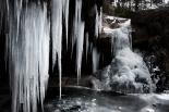 L'espectacle del gel El torrent de la Cabana ben glaçat. Foto: Rastres (Gerard Garcia i Raül Duque)
