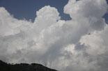 Ripollès: paisatge i meteorologia (agost 2011) Cumulunimbus sobre Sant Antoni de Ribes (13 d'agost). Foto: Arnau Urgell