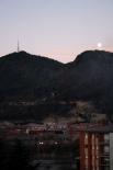 Paisatge i meteorologia desembre 2011 i gener 2012 Lluna plena de bon matí a Ripoll (11 de gener). Foto: Arnau Urgell