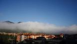 Ripollès: paisatge i meteorologia (juny-juliol 2011) La boira envolta el Catllar i tapa el Monestir de Ripoll. Foto: Arnau Urgell