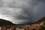 Ripollès: meteorologia (setembre i octubre 2011) Cel amenaçador sobre Ripoll (30 d'octubre). Foto: Arnau Urgell