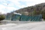 Temporal de neu i vent del 4 de maig El vent va afectar la pista de tennis de Campdevànol. Foto: Marc Riera/ACN