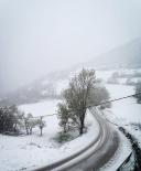 Nevada del 27-28 d'abril A la Vall de Ribes la neu ha agafat per sobre els 1.000 metres. Foto: @romadelai