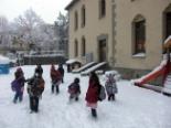 Nevada del 7 i el 8 de març Els nens de Ribes jugant amb la neu (10:00). Foto: Laia Deler