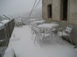 L'endemà de la nevada Neu acumulada a la terrassa de can Jordi d'Espinavell. Foto: Eva Martínez-Picó